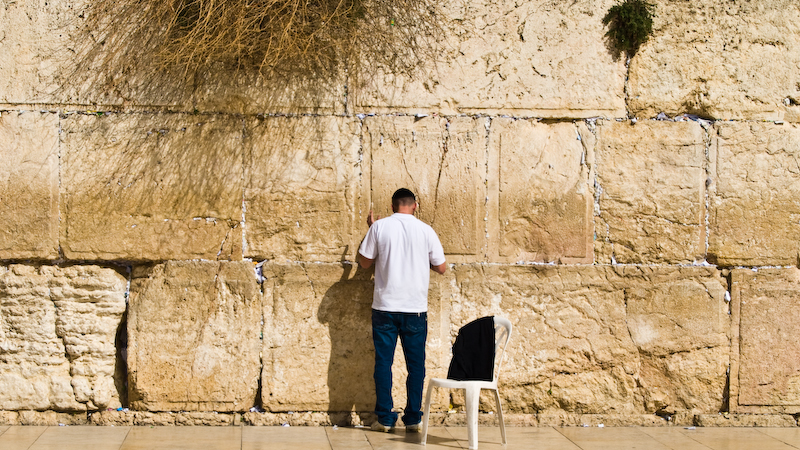 praying at the western wall 1